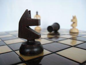 Drewniane pionki szachowe