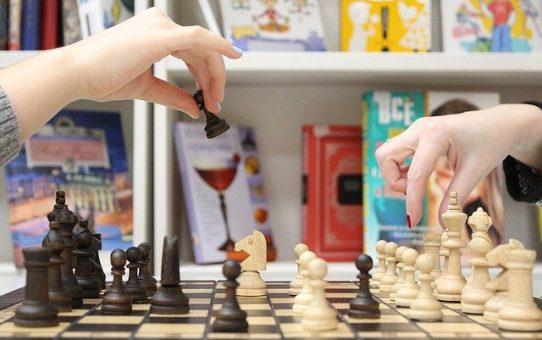 Trener szachów dla Twojego dziecka, od kiedy warto zatrudnić trenera szachowego?