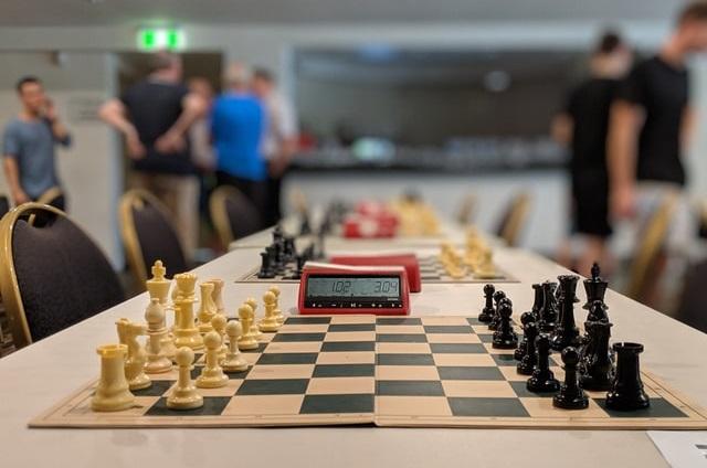Stoły z szachami na turnieju